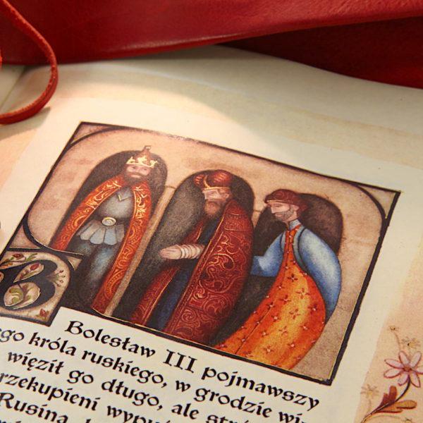 Książka Kronika o Piotrze Włostowicu ze złotymi zdobieniami