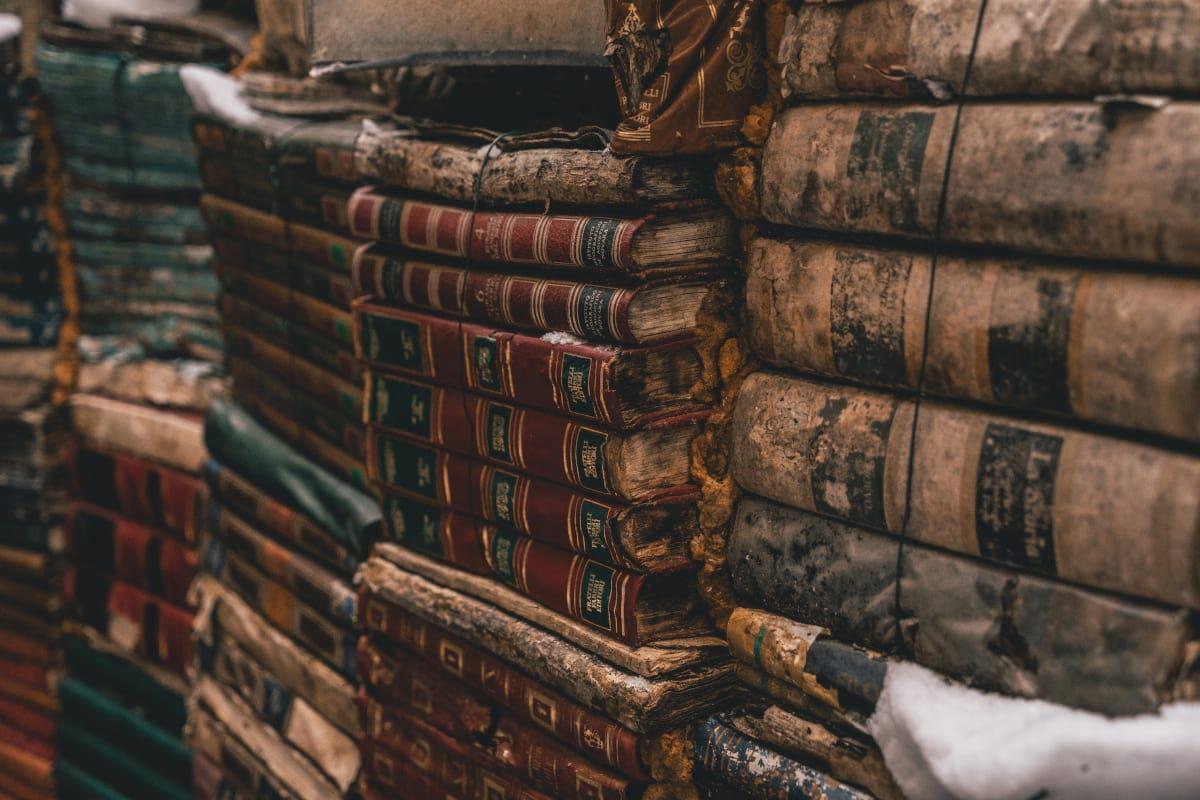 Zniszczone księgozbiory